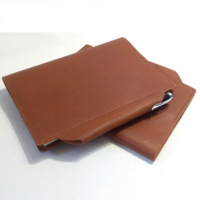 筒状ペンホルダーのA5手帳 ノート付 ヌメ床革 ブラウン系 レザー 手帳 ブックカバーの画像1枚目