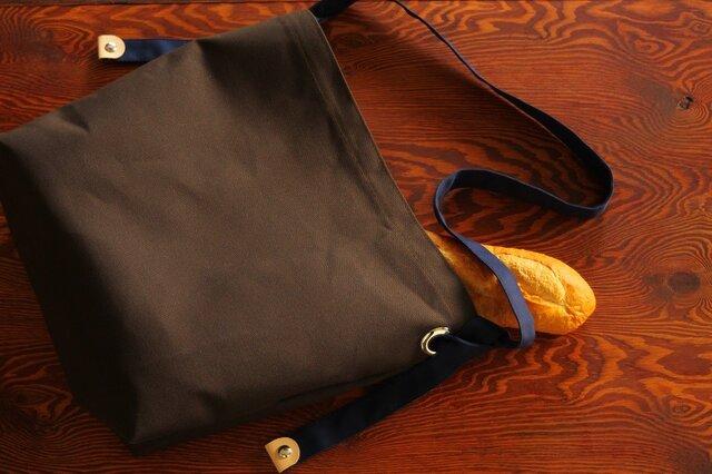 ★購入特典でしおりをお付けします★お好みの長さに調節できる ショルダーバッグ チョコ*ブルーの画像1枚目