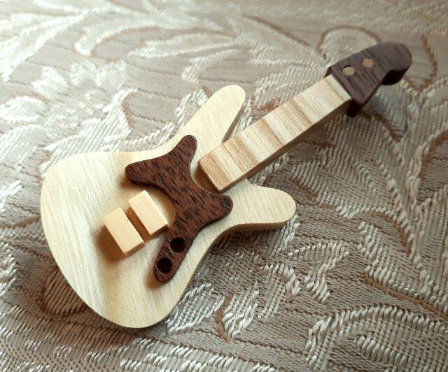エレキギターのブローチ(本体セン材)の画像1枚目