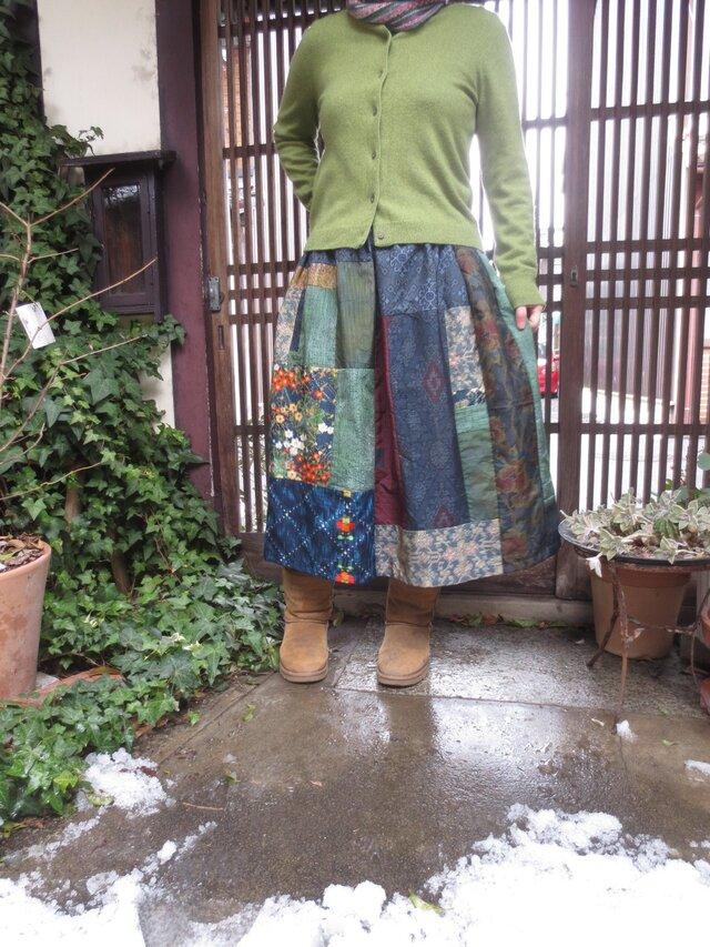 着物リメイク☆紬と銘仙を楽しくパッチ&パッチ雪の中の春待ちスカート78㎝丈の画像1枚目