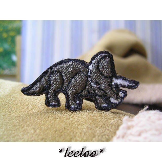 人気の恐竜/トリケラトプス/岩肌柄★ミニワッペンの画像1枚目