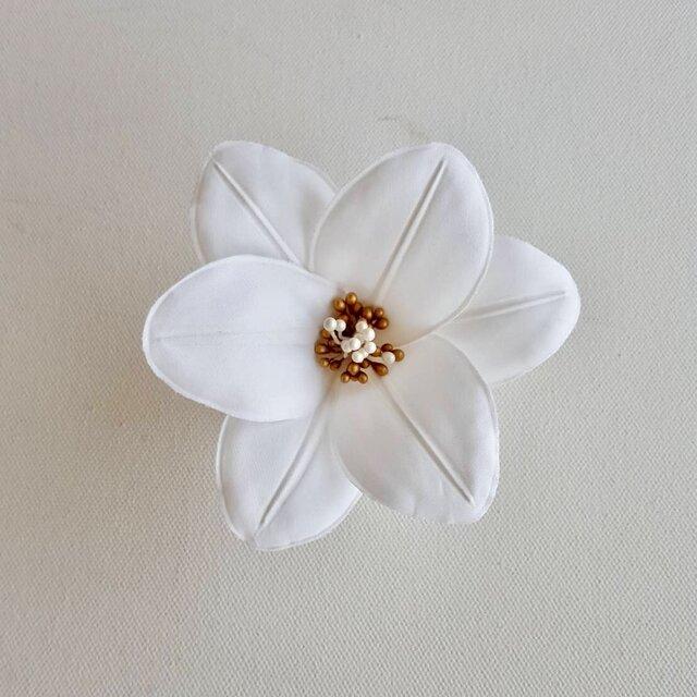白百合の布花コサージュの画像1枚目