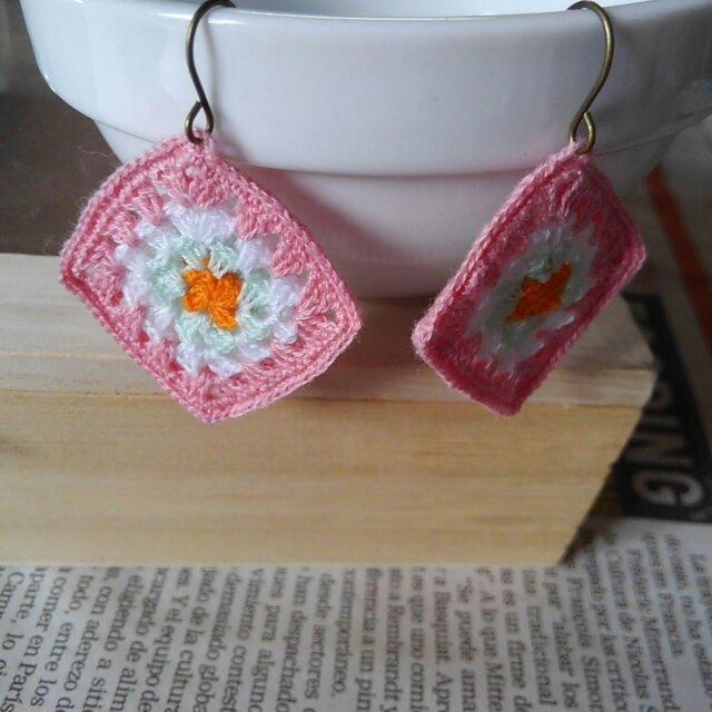 刺繍糸のエスニックピアスの画像1枚目