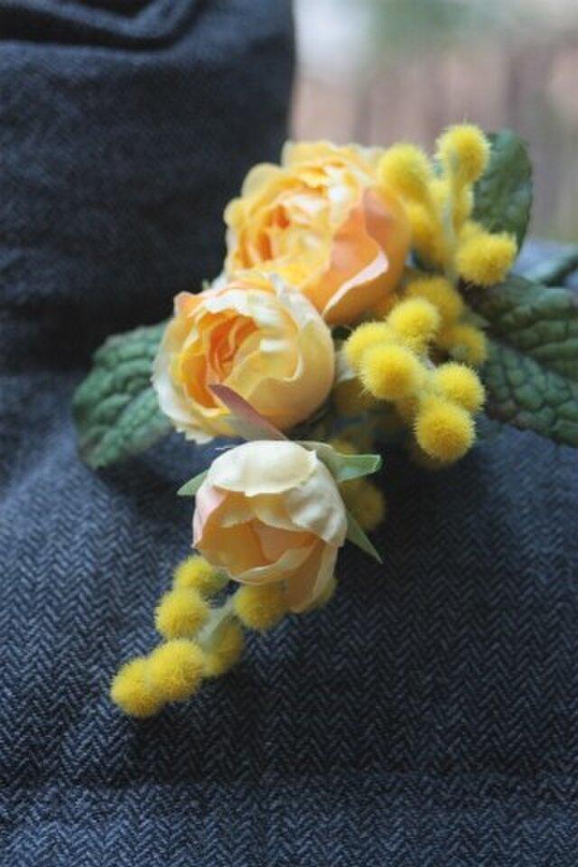 春の新作☆幸せの黄色いコサージュS ~ミモザとつるバラにミントの葉を添えて~の画像1枚目