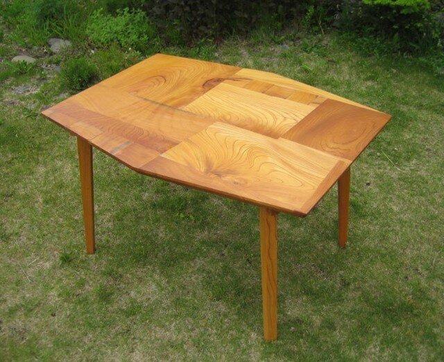 組木のテーブルの画像1枚目