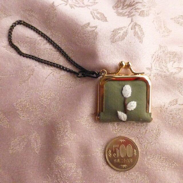 ねこやなぎ刺繍のミニがま口の画像1枚目