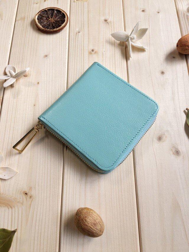 上品な大人色のパステルカラーシリーズ《パステルブルー》スクエア型コンパクト二つ折り財布の画像1枚目