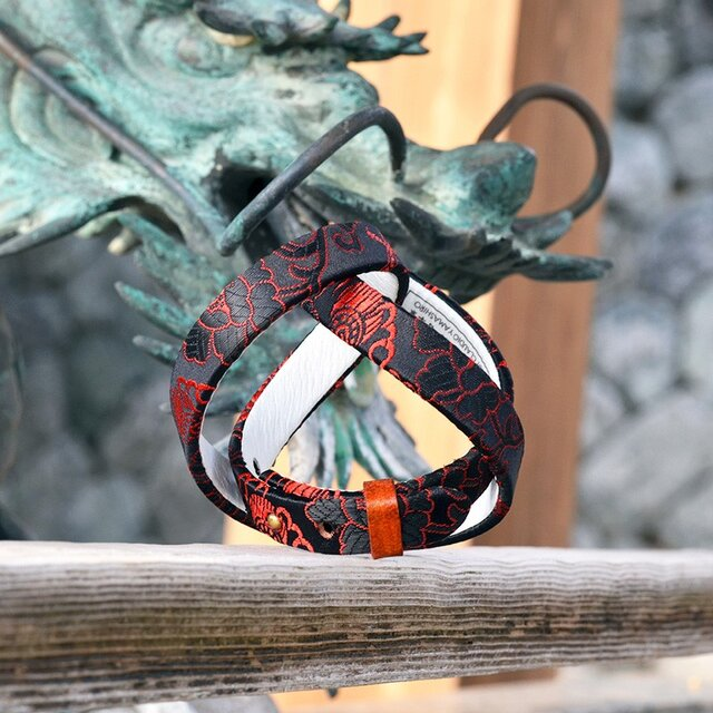 和風ブレスレット  龍と花 赤/黒  レザー 3連 Triple braceletの画像1枚目
