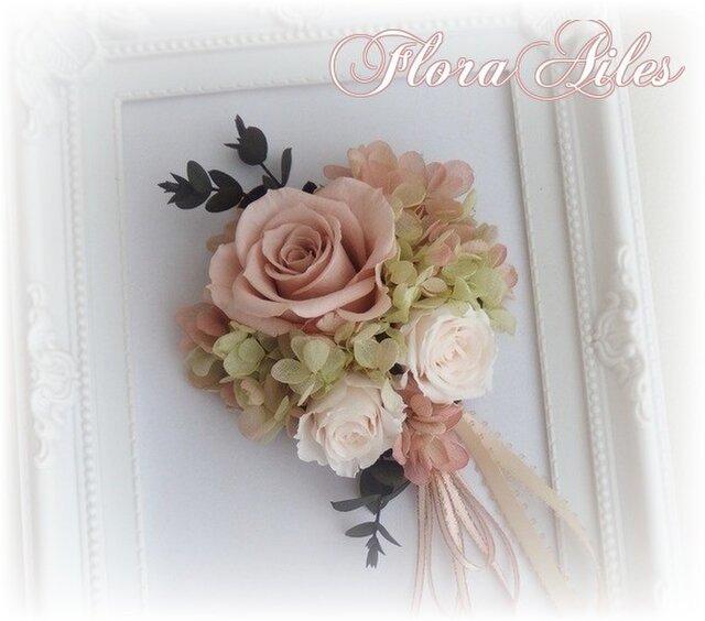 ユーカリが魅力的なヌードピンクホワイトWコサージュの画像1枚目