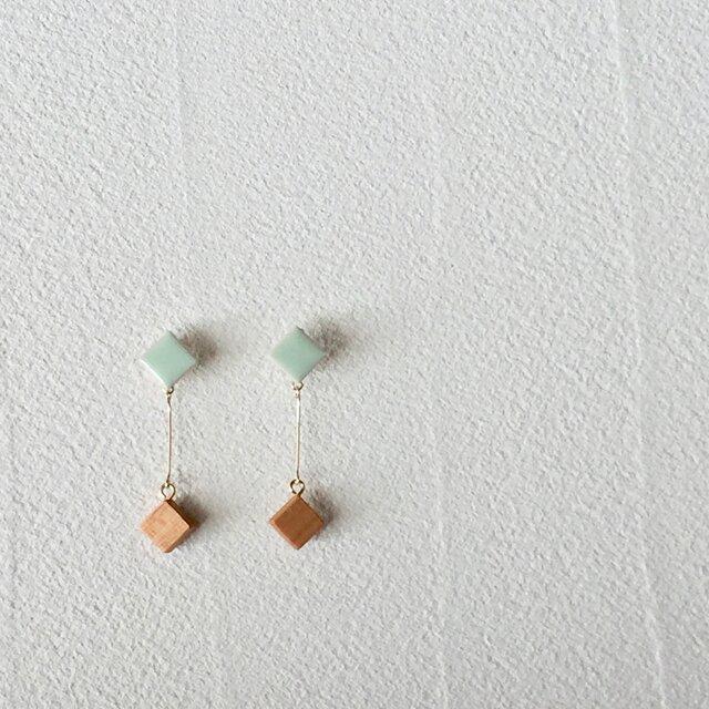 """タイルとサクラ""""pin""""  若芽色 イヤリング の画像1枚目"""