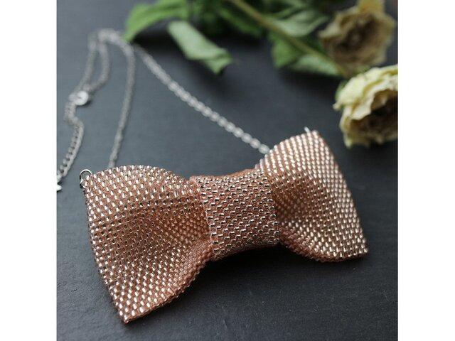 【受注製作】ピンクのビーズで編んだリボンのネックレスの画像1枚目