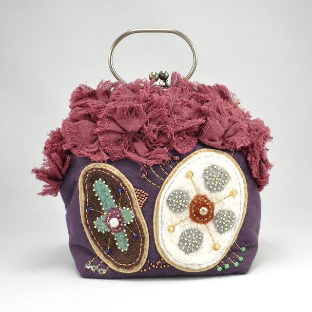 ガーゼに羊毛とビーズで刺繍を施したがま口バッグの画像1枚目