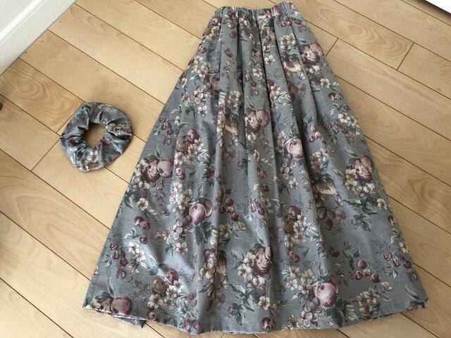 【芦屋店】フルーツ&花柄スカート(薄モスグリーン)お揃い柄シュシュ付きの画像1枚目