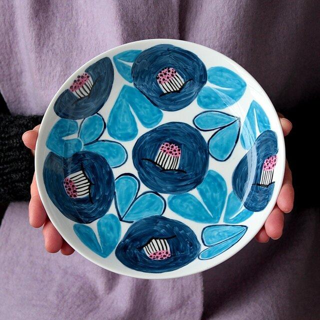 ネイビーブルーの椿の深皿の画像1枚目