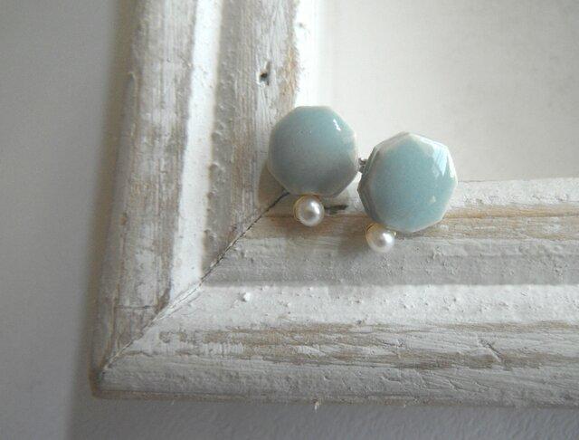 小さな六角 と小さな淡水パールの陶pierce(水色)の画像1枚目