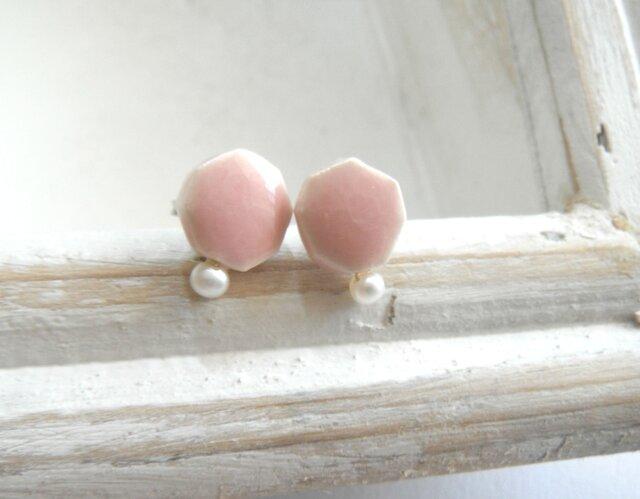 小さな六角 と小さな淡水パールの陶pierce(ピンク)の画像1枚目