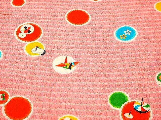 m001302 折り鶴・達磨・瓢箪・花丸紋様子供着物ハギレ☆古布・古裂/絞り/錦紗縮緬の画像1枚目