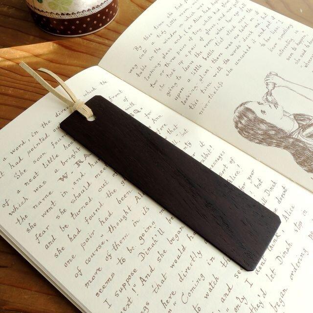 ビターチョコの色♪黒檀の木製しおりの画像1枚目