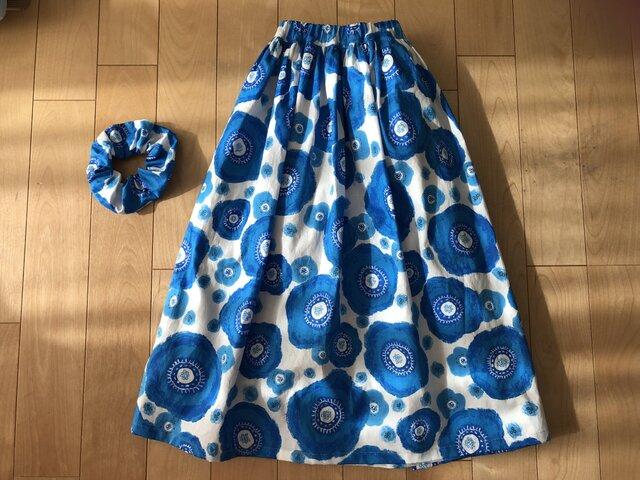 【SALE】表・裏 綿100% ブルーカメリア柄スカート(白地)の画像1枚目