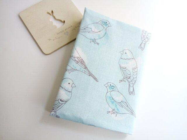 usaコットン(文庫本・新書・単行本)淡いブルーの小鳥さん*ブックカバーの画像1枚目