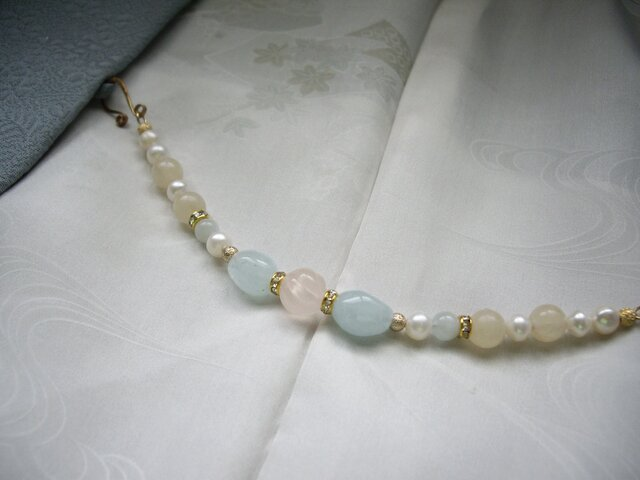アクアマリンとローズクォーツの羽織紐 ブレスレット 天然石 一点もの 着物 和装小物の画像1枚目