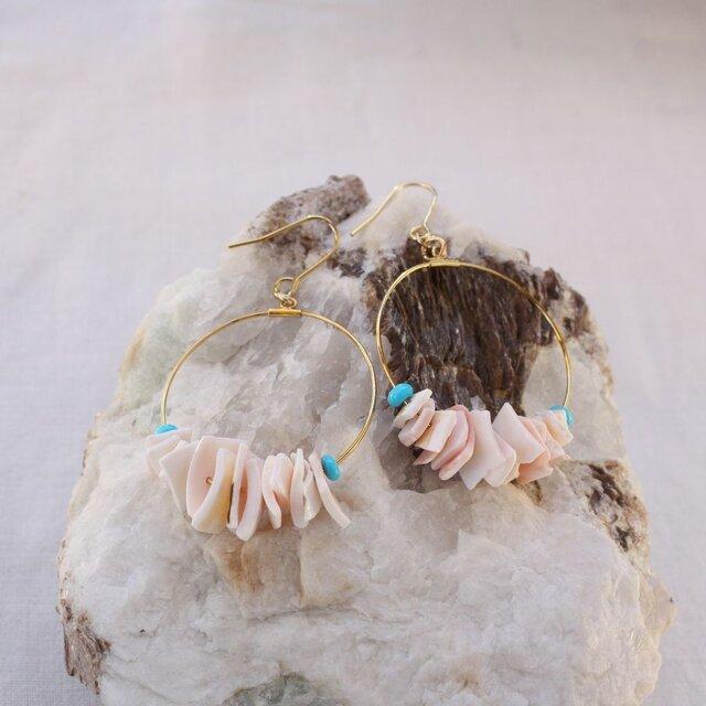 Cherry Blossoms Shell Hooped earrings ピンクシェルのフープピアス/イヤリングの画像1枚目