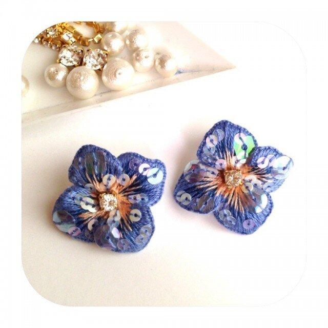 ブルー系 刺繍*アジサイ:pierceの画像1枚目