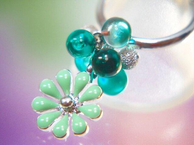 緑のお花のリングの画像1枚目