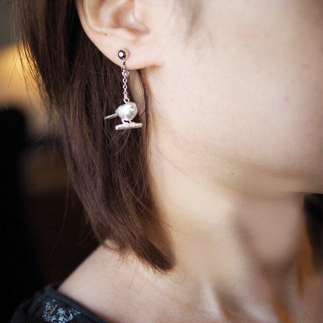 シマエナガ(白)のイヤリング(片耳)の画像1枚目