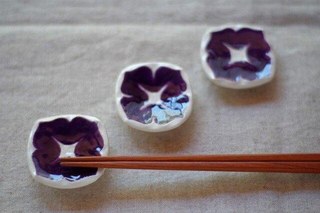 葡萄色の小花の箸置きの画像1枚目
