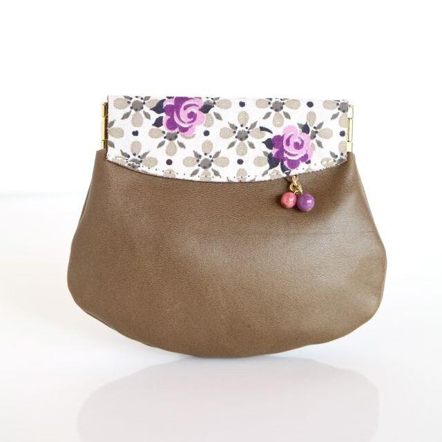 ヴィンテージ 紫のバラ柄 革の小さいコイン入れの画像1枚目