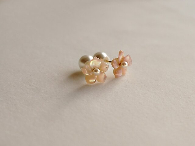 桜ピアス18Kイエローゴールド 貝パールキャッチの画像1枚目