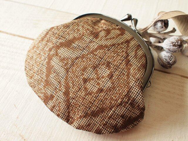 両面・茶色の大島紬・山サンゴを添えて テノヒラがま口の画像1枚目