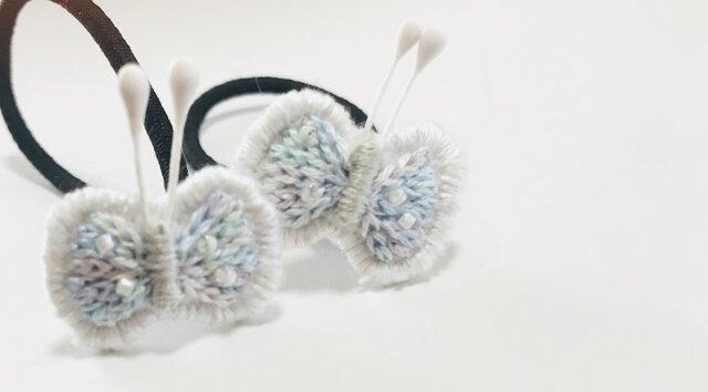 水色系の蝶々の刺繍のヘアゴムの画像1枚目