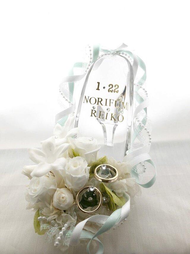プリザーブドフラワーガラスの靴リングピロー/白い薔薇とジャスミンの祝福の画像1枚目