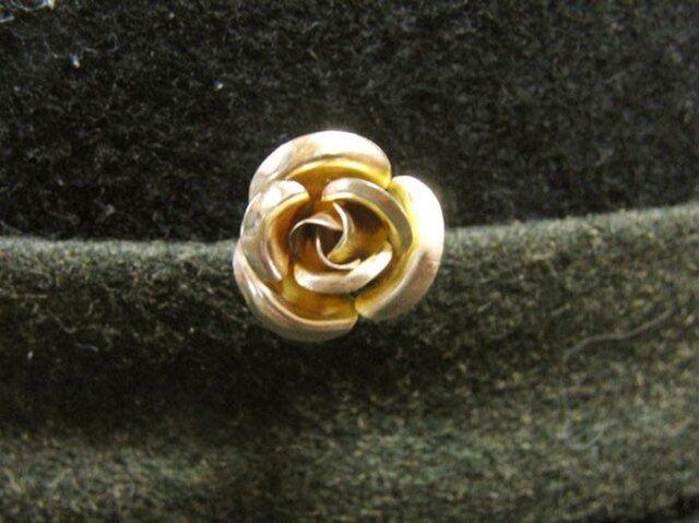 真鍮製 バラの花型ピンズブローチ 結婚式・シャツジャケットやハットの飾りにの画像1枚目