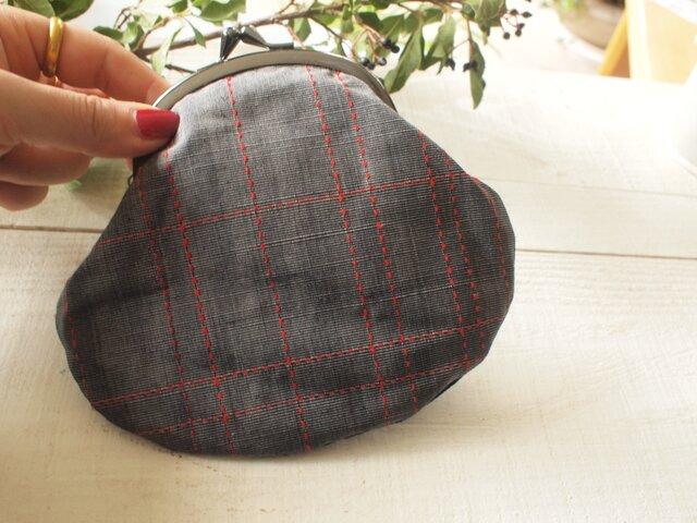 格子の紬と黒のがま口 大きなテノヒラサイズの画像1枚目