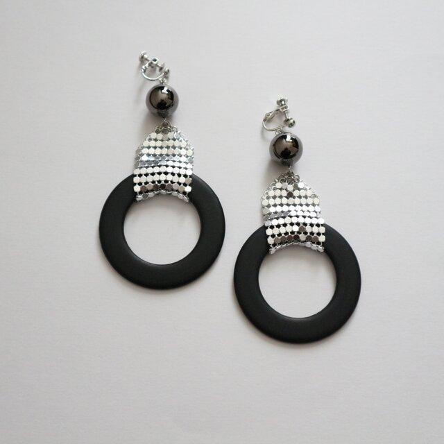 Black Ringの大ぶりイヤリング(ピアス)の画像1枚目
