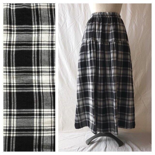 かわいいチェックのティアードスカート(タータンチェック:ブラック)の画像1枚目