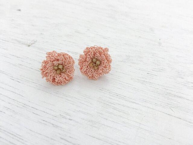 flower ピアス C  - ライトサーモンピンク × スモーキーゴールドビーズの画像1枚目