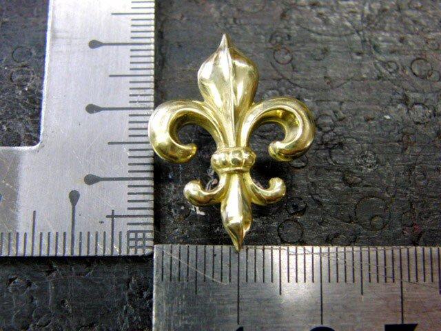 真鍮製 フレア,ユリ紋章デザインピンズブローチ 結婚式・シャツジャケットやハットの飾りにの画像1枚目