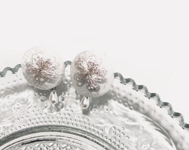 桜の刺繍イヤリングの画像1枚目