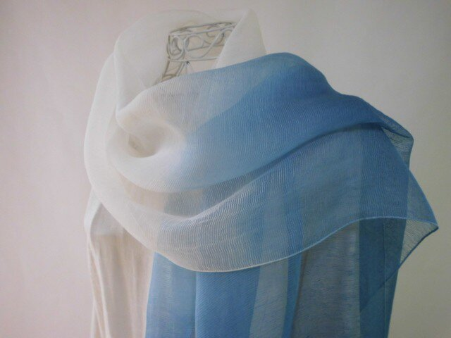 (朝の海)藍染め・国産シルク・大判ロングストール・グラデーションの画像1枚目