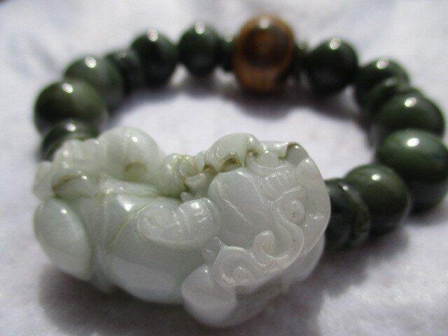 ミャンマー翡翠 ヒキュウ彫刻翡翠 開光三眼天珠ブレスレットの画像1枚目