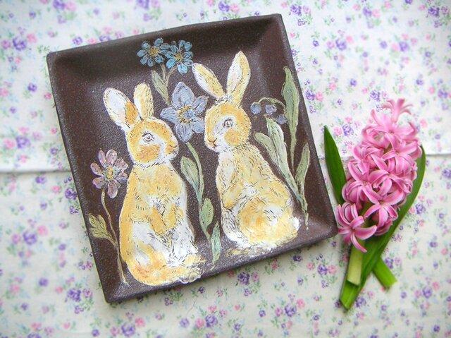 双子ウサギちゃんの角皿 飾り皿の画像1枚目