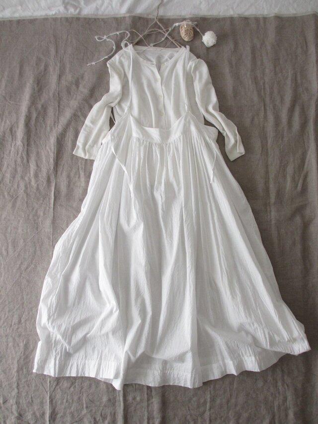 ホワイトコットンのサスペンダースカート♡ナチュラル系吊りスカート・ニュアンスたっぷり♡親子コーデも♪の画像1枚目