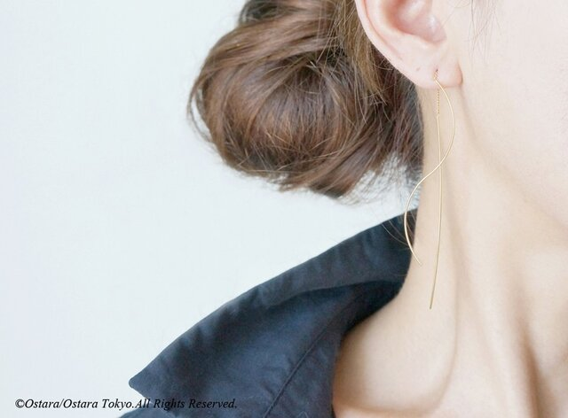 Needle Chain Glossy Gold Earringsの画像1枚目