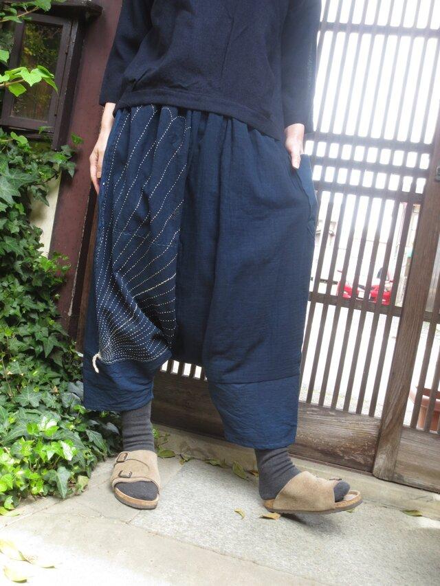 古布リメイク☆藍染め布に絵がすりや刺し子風呂敷をパッチのサルエルパンツの画像1枚目