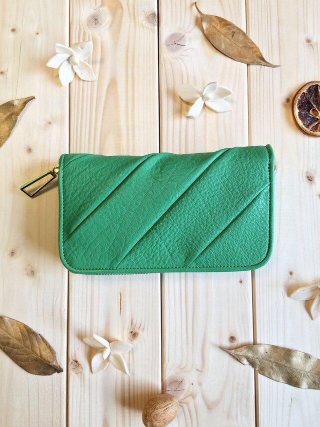 立体感のあるパッチ長財布シリーズ《グリーン》ラウンド長財布 シュリンクレザーの画像1枚目