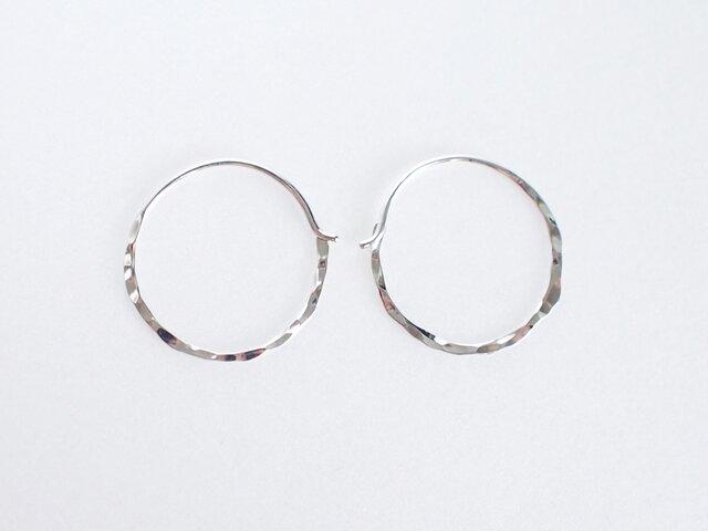 【SV930】銀月ピアス/槌目/M フープ シルバー 華奢 シンプル silverの画像1枚目